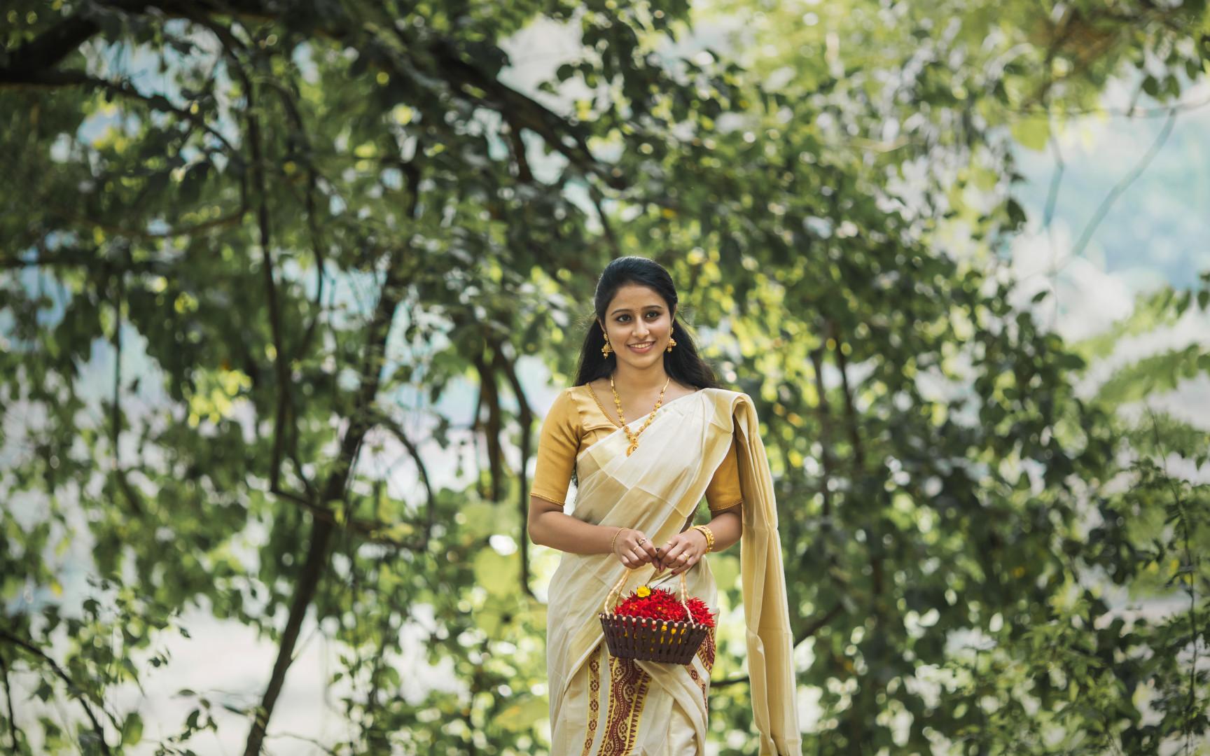 candid wedding photography in irinjalakuda